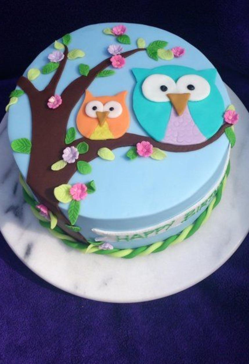 Which owl cake looks cuter?