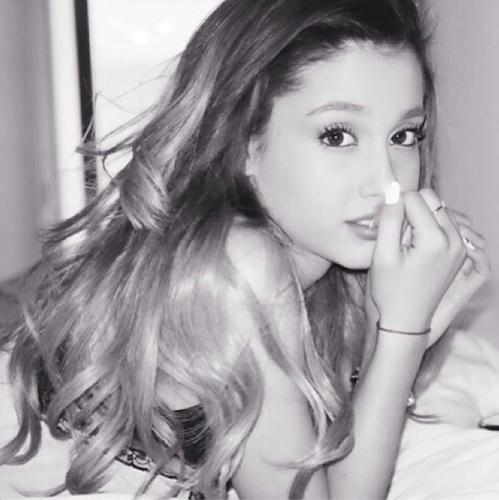 Which picture is Ariana the prettiest in? (Even though the real answer is ALL)