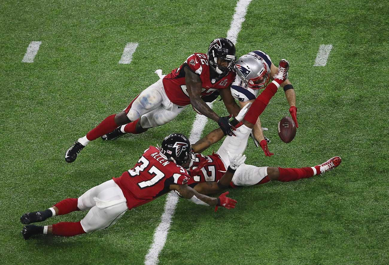 Julian Edelman's amazing catch with 3 Falcons players there