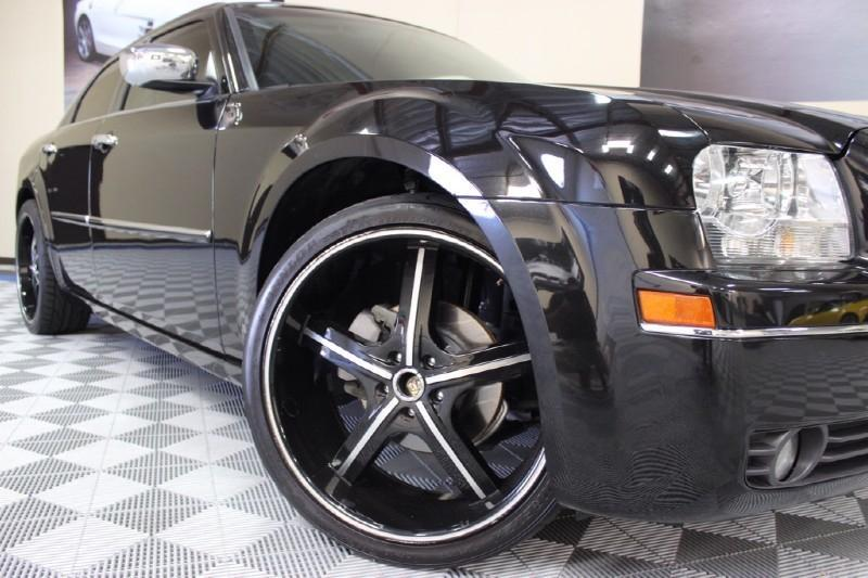 2010 Chrysler 300 Touring V-6 17 inch rims