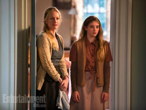 Would you rather... have a family like Katniss's (mom and sister) or a family like Tris's (brother, mother, and father)?