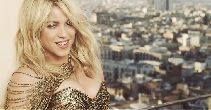 What age is Shakira? (2012)