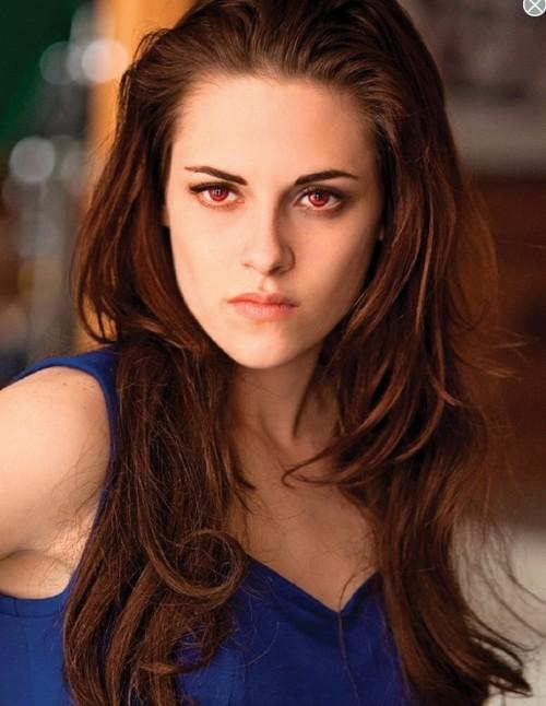 Who is the first person Bella sees when she opens her eyes as a vampire?