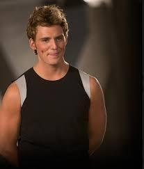 does finnick do you think act like he likes katniss in the sugarcube scene