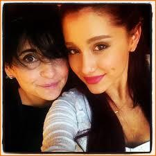 what is Ariana's mum name?