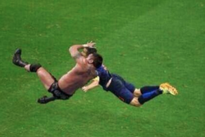 What famous move did WWE superstar Randy Orton deliver that went viral and even got turned into a meme?
