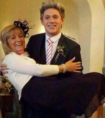What is Niall's mother's name?