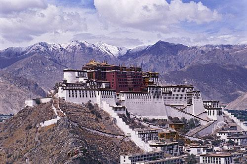 What is the name of the following palace located in Tibet