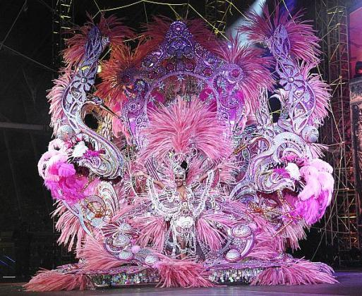 When does the Santa Cruz de Tenerife carnival take place?