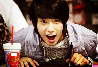 Who is this? Hint: B1A4 Comment: ahh! such a cute picture!