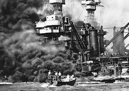 At Pearl Harbor, what caused the U.S.S. Arizona to sink?