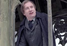 WHICH WELL KNOWN BRITISH ACTOR PLAYED REMUS LUPIN WHO FIRST APPEARED IN HARRY POTTER AND THE PRISONER OF AZKABAN PLAYING A VERY FRAGILE WIZARD WHO SECRETLY TRANSFORMS A WIZARD EVERY MONTH AT THE FULL MOON?