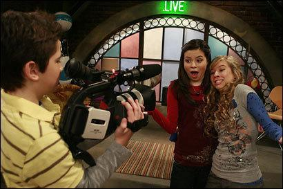 "How long does iCarly's ""continuous"" webcast go down for?"