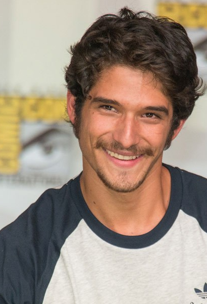 Who plays Scott McCall in the series?