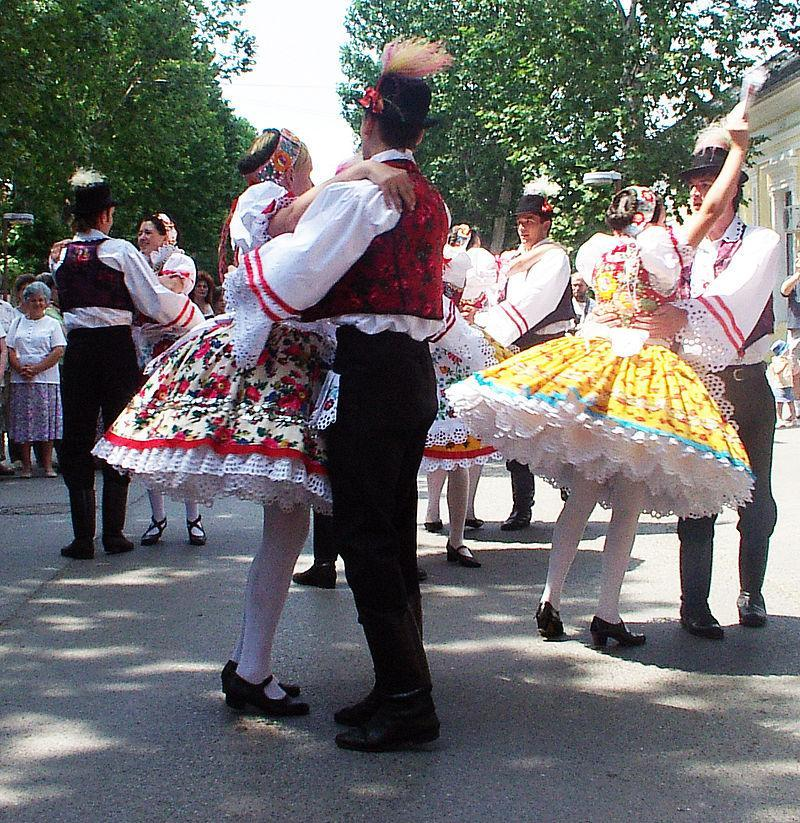 What is the name of the traditional folk dance of Hungarian minority in Slovakia, Serbia and Croatia?
