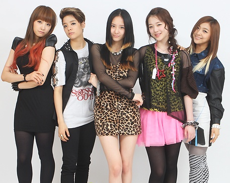Who is the leader of F(x)?