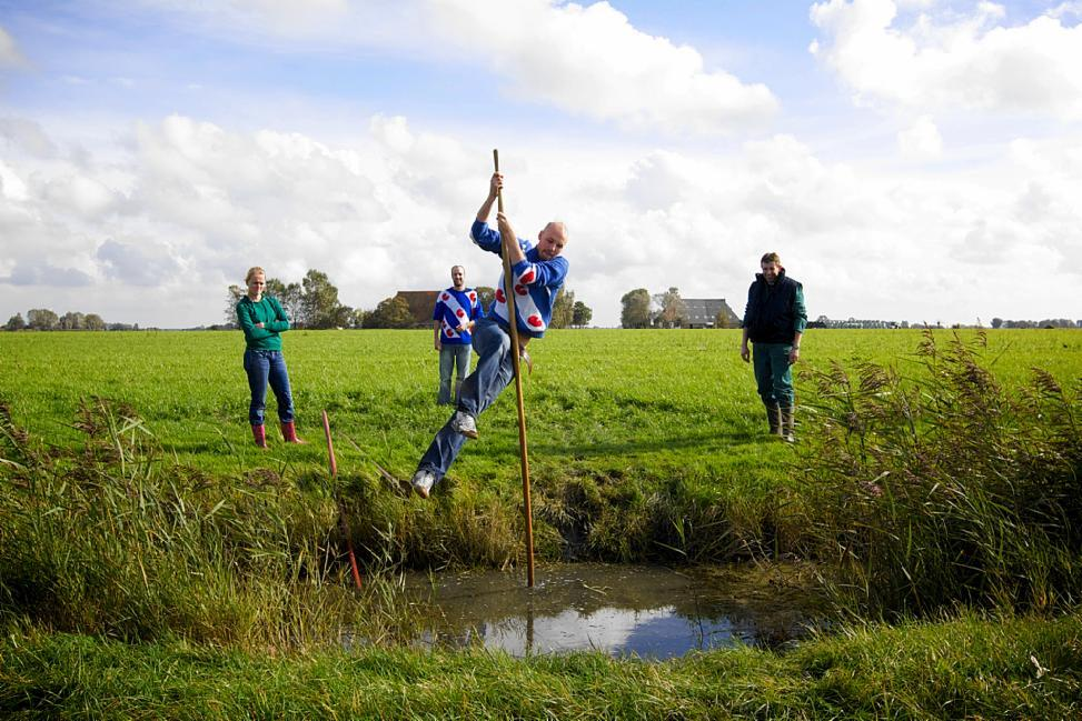 What is traditional sport of a Frisian minority in the West Friesland, Netherlands?