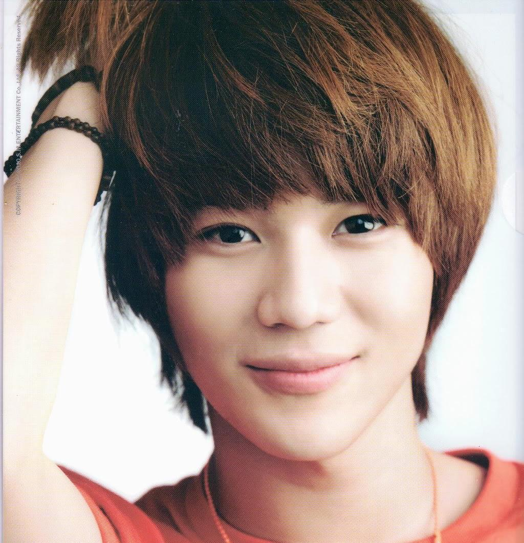 Who is this? Hint: SHINee Comment: there's always something wrong with his hair...