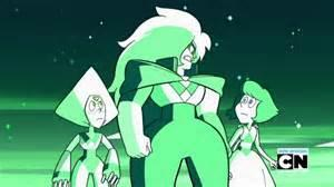 Who is the gem in the mirror Pearl gives to Steven?