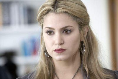 Before turning into a vampire whom did Rosalie love ?