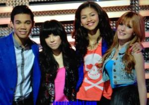 Who do i play in shake it up?