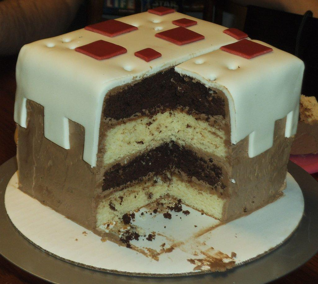 Cake restores how many hearts in minecraft?