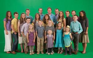 How many MEMBERS are there in the Duggar Family? HINT: Including the parents and miscarriages