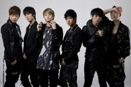 Who is the leader of B2ST?