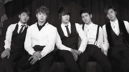Who is/was the leader of TVXQ(DBSK) now and when they first debuted?