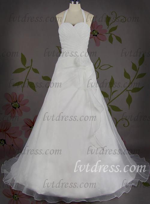 Can you give me some advice on how to choose an appropriate wedding dress?
