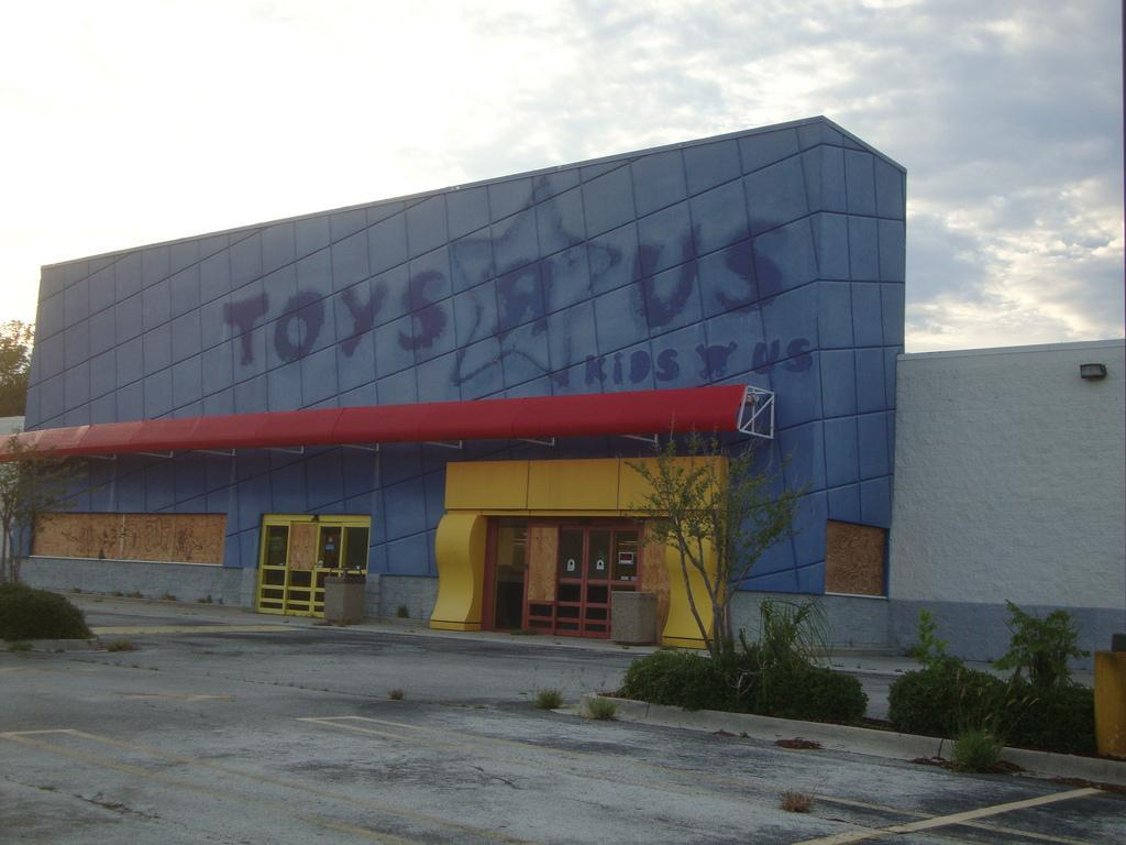 Anybody still have a toys r us open by you?
