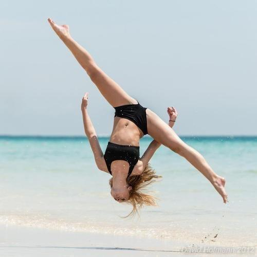 How do you do an Arial Cartwheel?