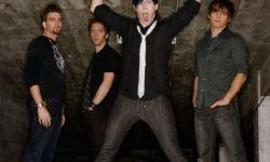Who is better Marianas Trench or Simple plan?