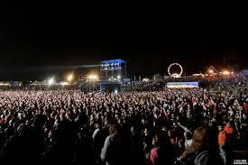 Have you've ever went to a concert, if so how was it like and who played?